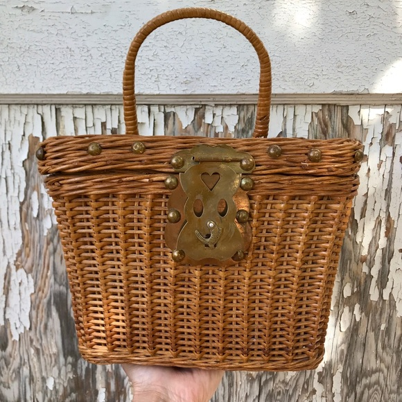 Vintage Wicker Basket Handbag Cute Fish Closure